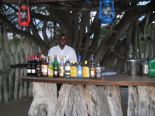 TUCSIN Tsumkwe Lodge - Boma bar an barman, accommodation