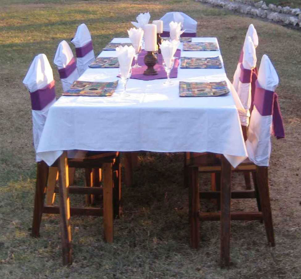 TUCSIN Tsumkwe Lodge: laid table, accommodation